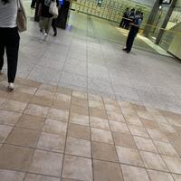 【不審物】JR埼京線 大宮駅東口付近に規制線張られる!「大宮駅の東口に不審物あんのかな?? めちゃくちゃロッカーのとこ警察いた」