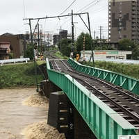 【大雨】アルピコ交通 上高地線 橋脚が川の増水で傾く!「アルピコ交通上高地線の鉄橋が😱見たところだと当分復旧は無理かも💦」