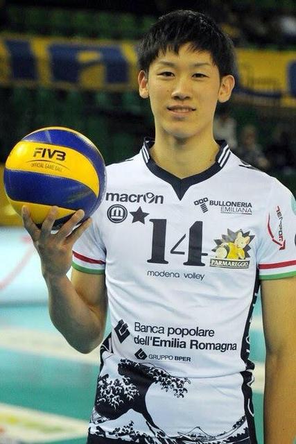 髪が短い石川選手。