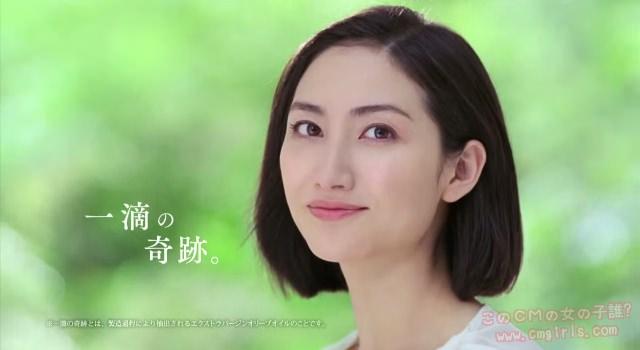 日本人離れした美しい顔立ちの女...