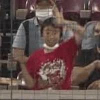 【ファン妨害】6/22広島×ヤクルト戦にてヤクルト田口投手の投球をバックネット裏から妨害して警備員に警告食らったクソガキさん【動画】