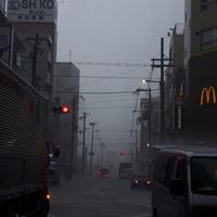 【ゲリラ豪雨】大阪環状線 桃谷駅周辺で浸水寸前!「え?桃谷雨とか降ってる感じ??地元晴れてるから傘持ってきてないで?笑」