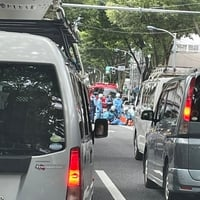 【人身事故】甲州街道 国道20号 調布駅近くで人身事故発生!「甲州街道下り調布付近で白バイがはねられて大渋滞!」