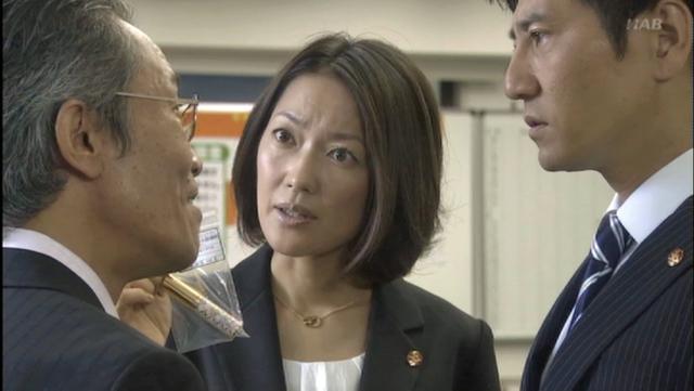 険しい表情の羽田美智子