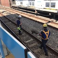 【線路陥没】西武新宿線 西武新宿駅で線路陥没!「6分ほど遅れて発車。陥没してても通れるんですね。。。」