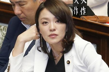 【寝てても叩かれる】不倫疑惑の今井絵理子議員、新幹線で爆睡→「そんな議員いない」との批判