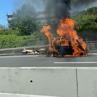 【火災】西湘バイパスで火事発生!「西湘バイパスで軽バンが燃えてた!これから西湘バイパス乗る人は1号線行ったほうがええで」