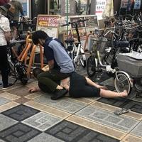 【マウント】大阪難波のローソン店員、墨入りのイカつい男を取りおさえる MMA経験者か!