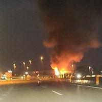【車両火災】北陸自動車道上り砺波インターチェンジ付近で車両火災発生!「北陸道砺波付近で車両火災。ナビの炎マークの表示なんて初めて見た」