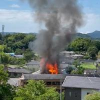 【火災】福岡県飯塚市 飯塚市民病院付近で火事発生!「割と遠くで火事起きてるのに煙こっちまで来て部屋いるのに息しづらくてやばい」