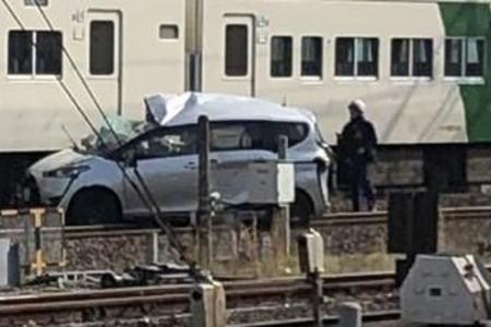 東海道線 平塚駅で踏切事故「遮断機突っ込んだ」 | まとめまとめ