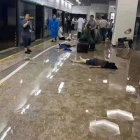 【閲覧注意】中国河南省鄭州市の洪水被害が想像を絶するヤバさ! ダム崩壊か!息絶えている人が大量に撮影される !「地下でこれは怖すぎる…! 被害3人ってことはないだろうな…」