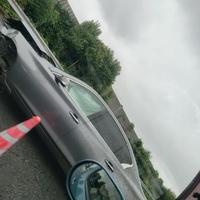 【交通事故】第三京浜 都筑IC付近で事故発生! フロント大破した車が線塞ぐ!「スカイラインが中央分離帯につっこんで道の真ん中に。」