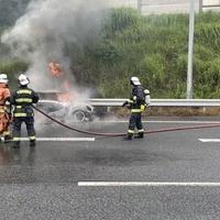 【車両火災】東関東自動車道宮野木JCT付近で車両火災!「東関道でミニクーパーが全焼してた こわー」現地の画像まとめ