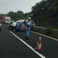 【事故】横浜横須賀道路 六ッ川料金所付近で事故発生!乗用車大破!「」
