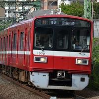 【人身事故】京急本線 追浜駅で人身事故発生!「電車とホームの間に人が挟まった!ブルーシートの近くにjkいたけど大丈夫かな」