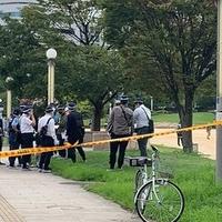 【事件】扇町公園に警察集結!意識不明の男性が運ばれる! 「扇町公園にものすごい数の警察とカメラいる!! なんかあったんかな。 怖い。」