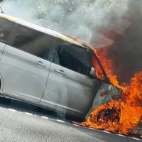 【車両火災】東名高速 東京料金所付近で車両火災が発生!「東名の東京料金所らへんで車燃えとったな。渋滞えぎい」